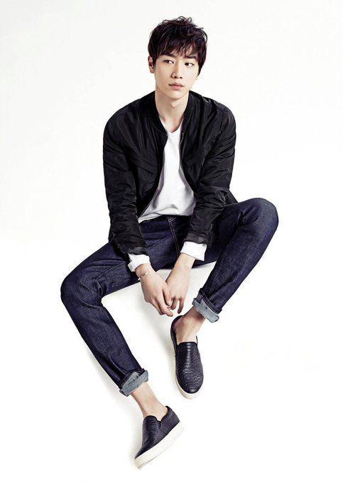 男性モデルの服装